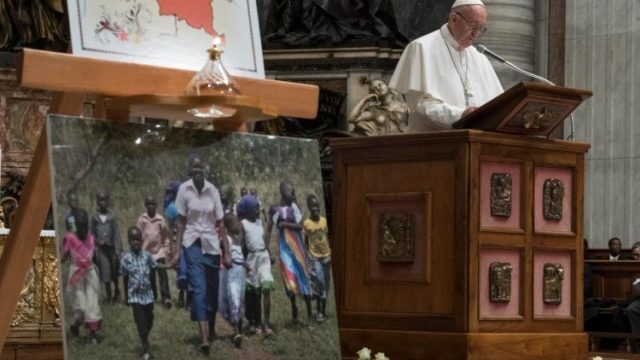 pope prays for South Sudan